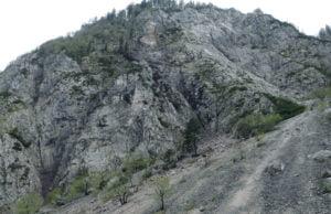 Melišče & stena od koder so se privalile skale